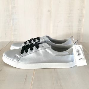 GAP Silver Metallic Lace Up Sneakers Size 8 NWT